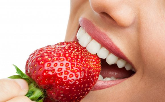 4 Foods That Can Whiten Teeth