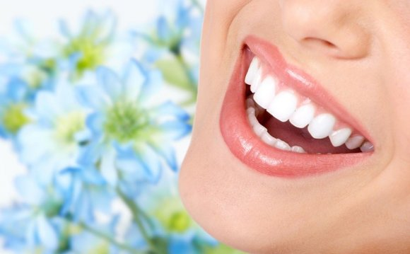 How to whiten your teeth naturally Fast?