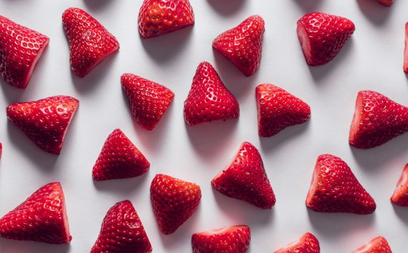 Does strawberry whiten your teeth