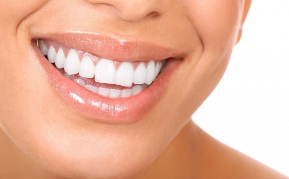 Ways to naturally whiten your teeth